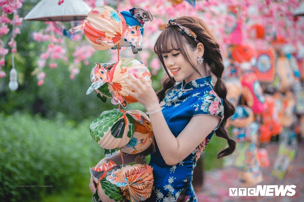 'Hot girl rang khenh' xu Tuyen rang ro trong bo anh don Xuan hinh anh 15