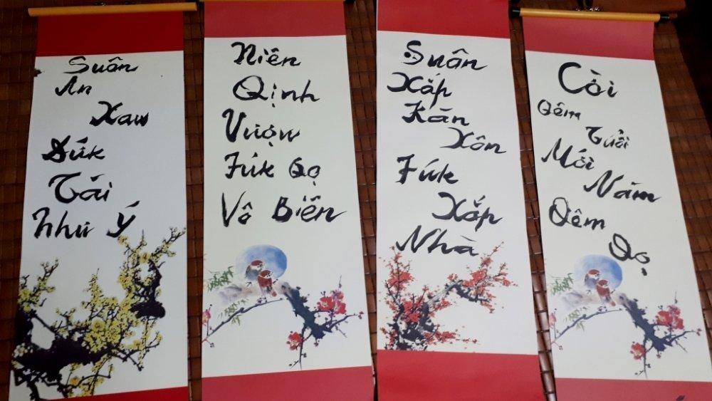 PGS Bui Hien viet cau doi Tet bang chu cai 'Tiew Viet' moi hinh anh 1