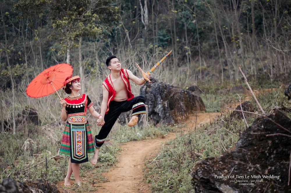Ngam anh cuoi trong trang phuc H'Mong cua canh sat tre Yen Bai hinh anh 4