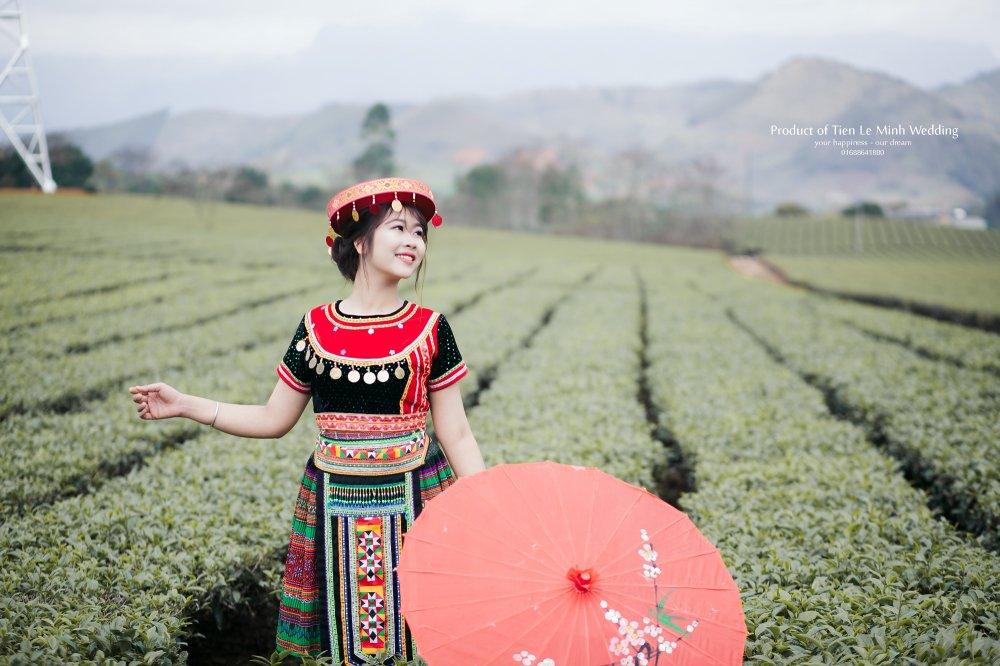 Ngam anh cuoi trong trang phuc H'Mong cua canh sat tre Yen Bai hinh anh 18