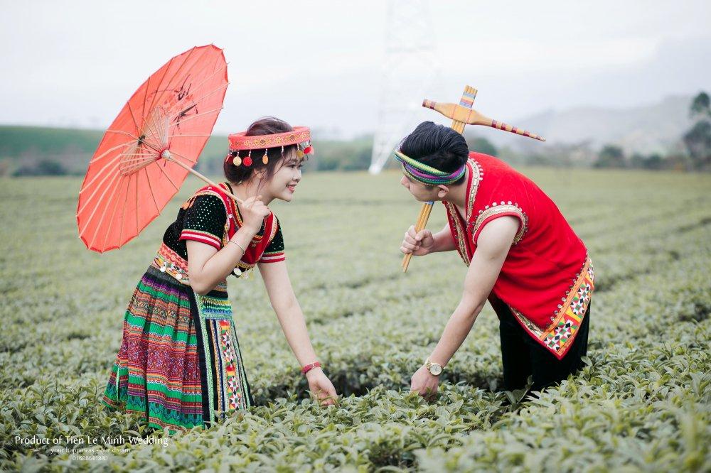 Ngam anh cuoi trong trang phuc H'Mong cua canh sat tre Yen Bai hinh anh 15