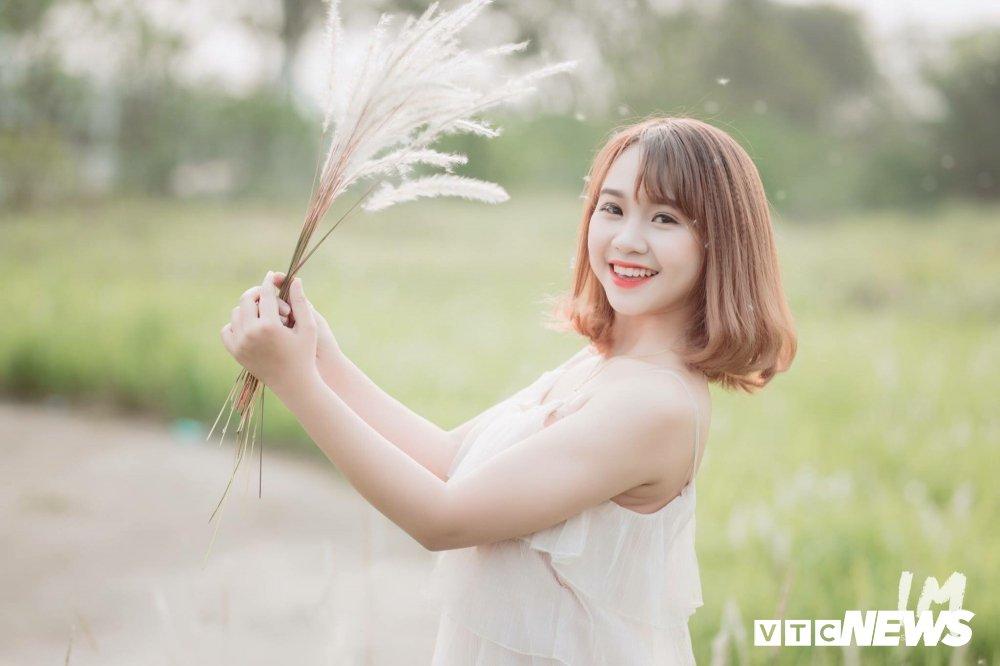 Thieu nu Tuyen Quang dep tinh khoi giua canh dong lau Ha Noi hinh anh 1