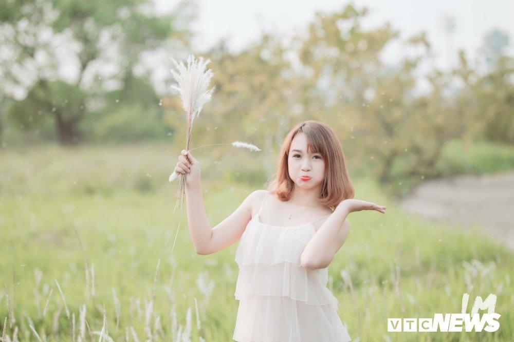 Thieu nu Tuyen Quang dep tinh khoi giua canh dong lau Ha Noi hinh anh 8