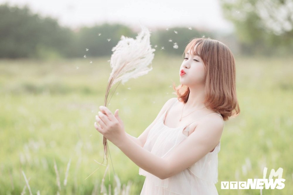 Thieu nu Tuyen Quang dep tinh khoi giua canh dong lau Ha Noi hinh anh 9