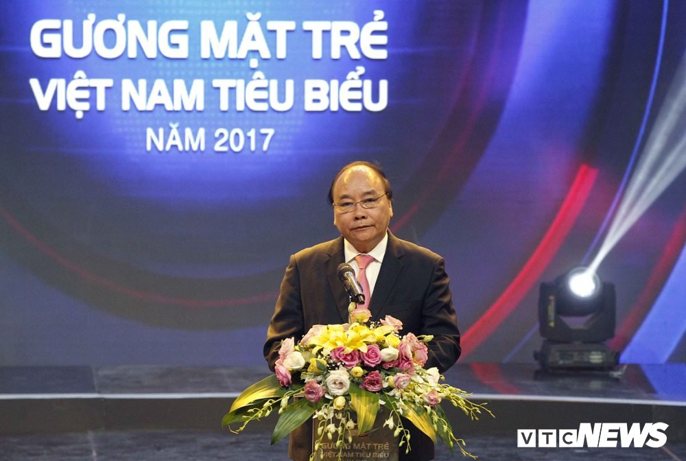 Thu tuong Nguyen Xuan Phuc: 'Cac ban tre hay dua dat nuoc tro thanh con ho, con rong cua the gioi' hinh anh 1