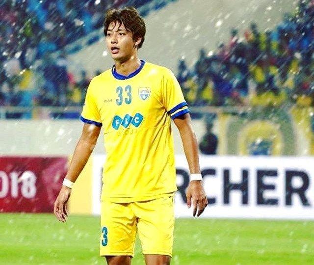 Tan binh Nhat dep trai, cao 1,88 m cua FLC Thanh Hoa 'don tim' fan nu hinh anh 1