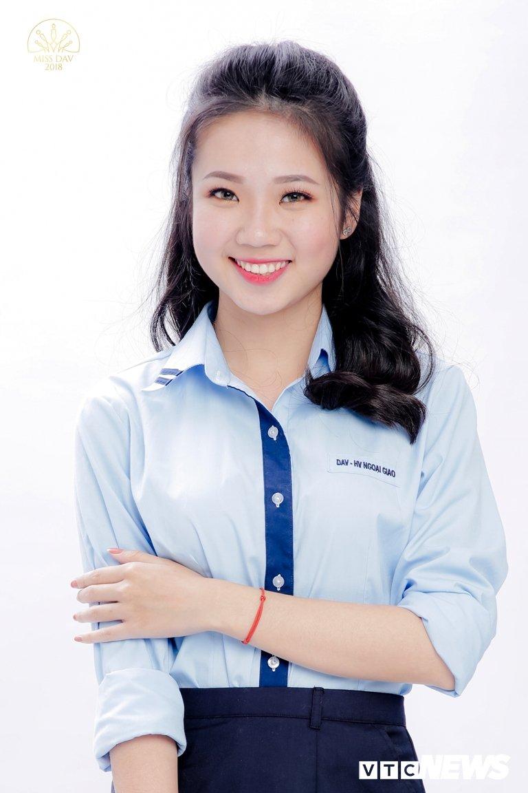 18 nu sinh tai sac rang ngoi trong bo anh dong phuc Hoc vien Ngoai giao hinh anh 13