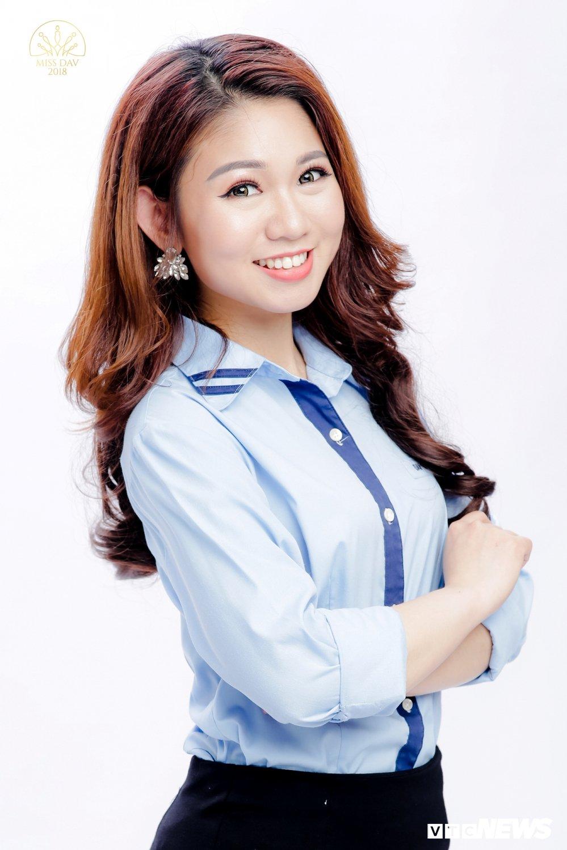18 nu sinh tai sac rang ngoi trong bo anh dong phuc Hoc vien Ngoai giao hinh anh 5
