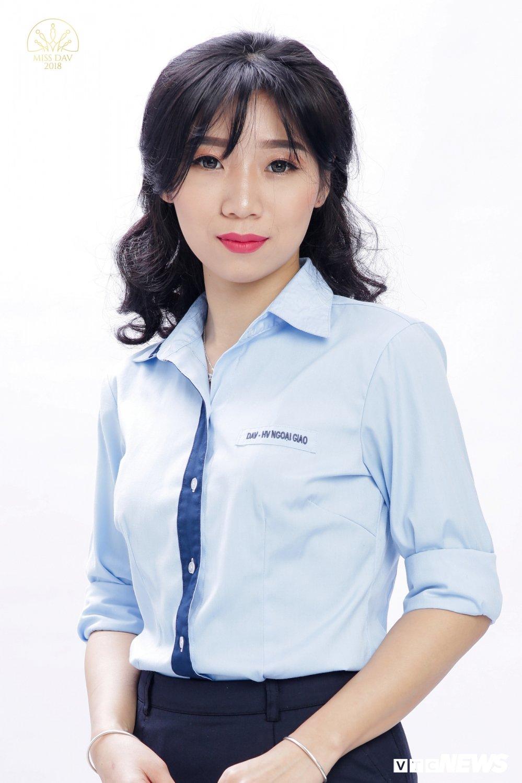 18 nu sinh tai sac rang ngoi trong bo anh dong phuc Hoc vien Ngoai giao hinh anh 6