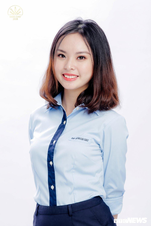 18 nu sinh tai sac rang ngoi trong bo anh dong phuc Hoc vien Ngoai giao hinh anh 15