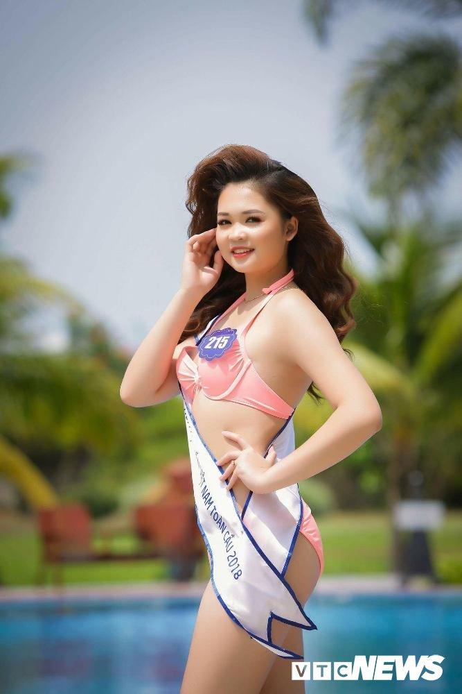 Dan thi sinh Hoa hau Bien VN 'dot mat' nguoi xem trong trang phuc bikini hinh anh 9