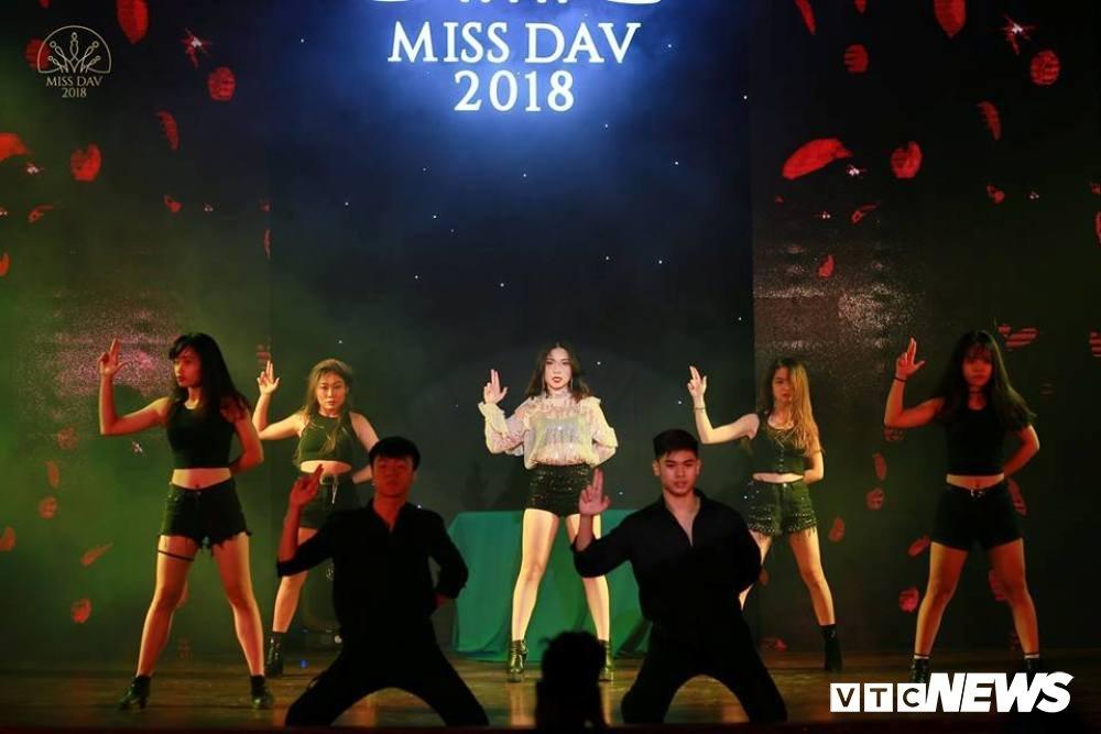 Nu sinh HV Ngoai giao khoe vu dao 'boc lua' trong Miss Dav 2018 hinh anh 3