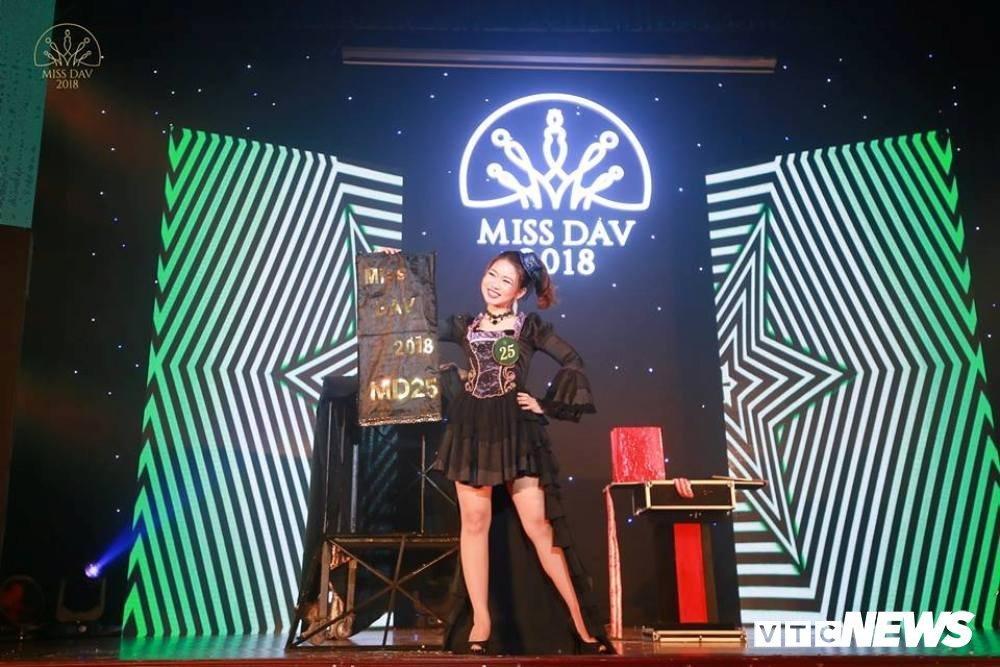 Nu sinh HV Ngoai giao khoe vu dao 'boc lua' trong Miss Dav 2018 hinh anh 5