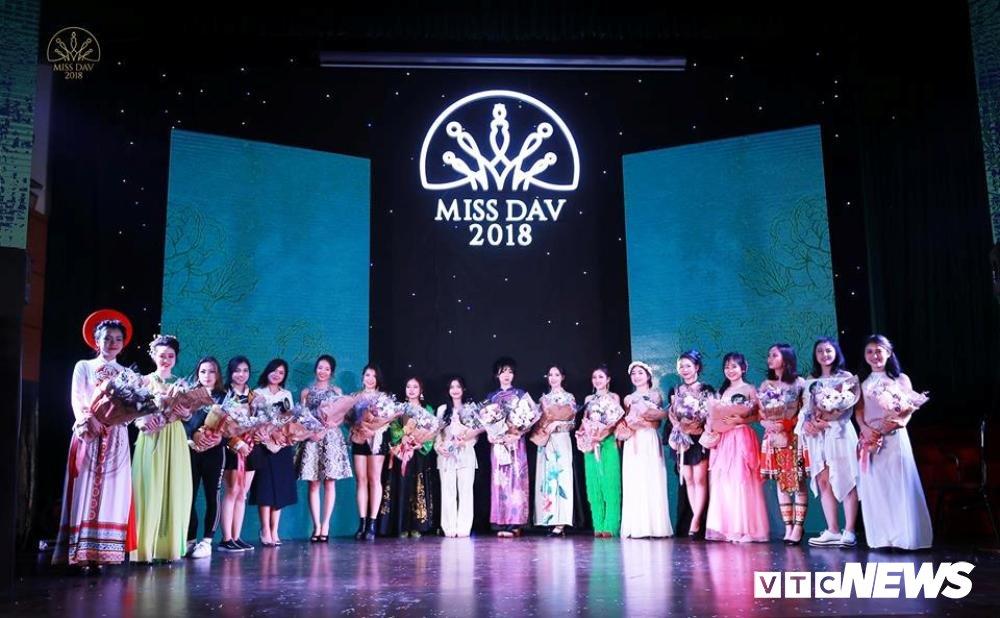 Nu sinh HV Ngoai giao khoe vu dao 'boc lua' trong Miss Dav 2018 hinh anh 1
