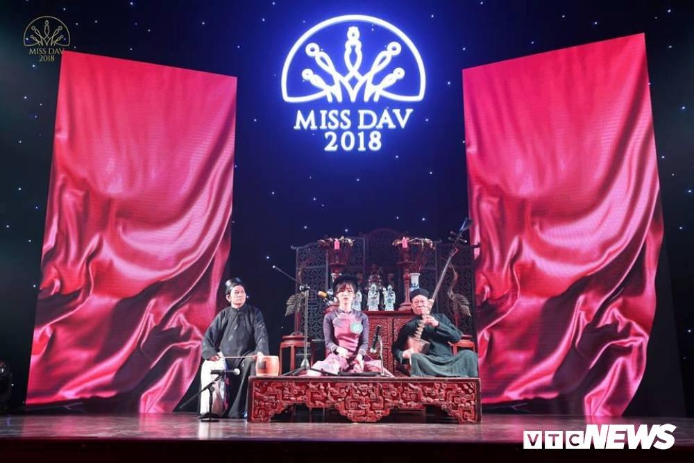 Nu sinh HV Ngoai giao khoe vu dao 'boc lua' trong Miss Dav 2018 hinh anh 6