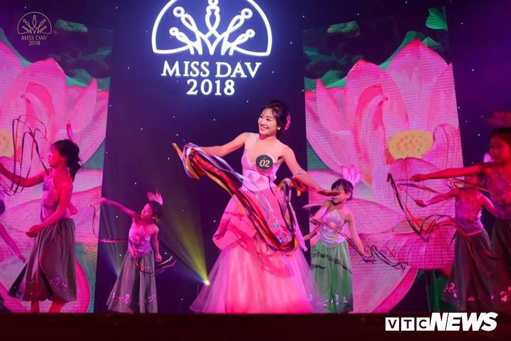 Nu sinh HV Ngoai giao khoe vu dao 'boc lua' trong Miss Dav 2018 hinh anh 9