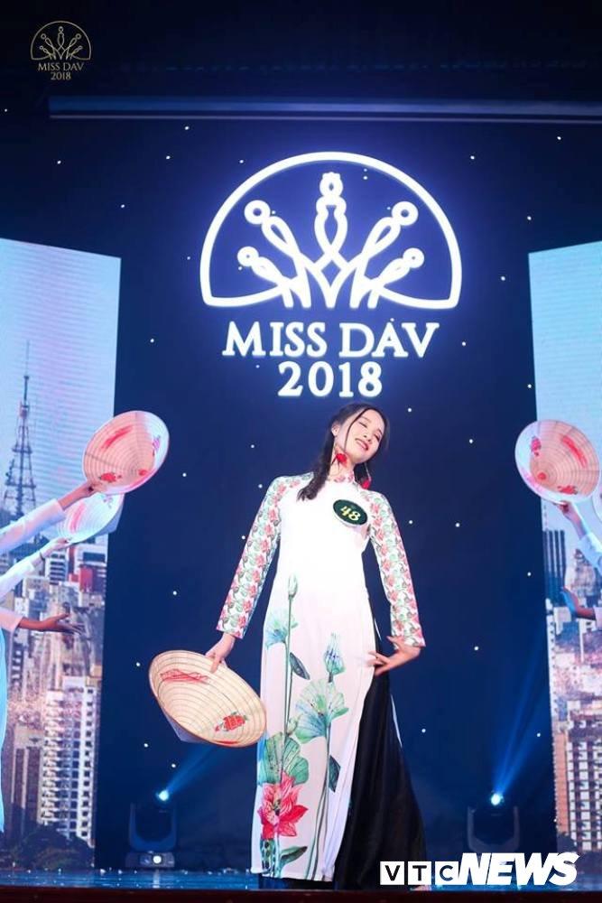 Nu sinh HV Ngoai giao khoe vu dao 'boc lua' trong Miss Dav 2018 hinh anh 11