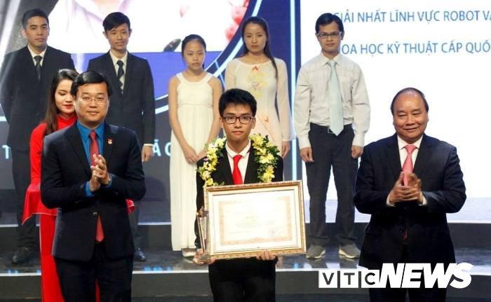 Chuyen chua biet ve nam sinh Quang Tri che tao 'canh tay robot' gianh giai Ba o My hinh anh 3
