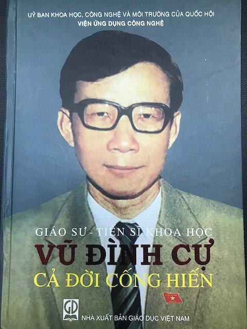 Cong bo cuon sach 'GS.TSKH Vu Dinh Cu - Ca doi cong hien' hinh anh 1