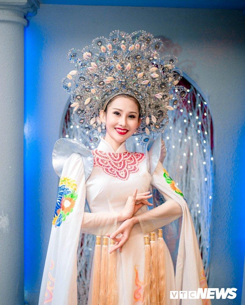 A khoi Chi Nguyen khoe dang yeu kieu tai chuong trinh thien nguyen hinh anh 6