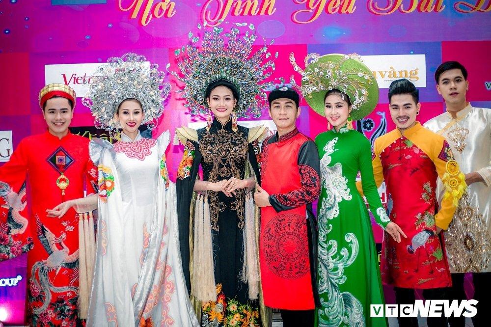 A khoi Chi Nguyen khoe dang yeu kieu tai chuong trinh thien nguyen hinh anh 1