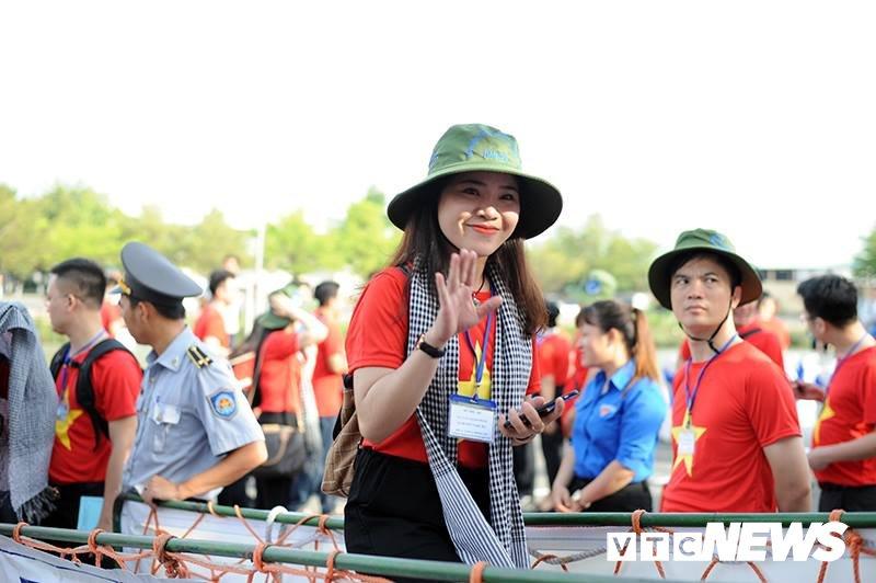200 thanh nien tham gia 'Hanh trinh Tuoi tre vi bien dao que huong' 2018 hinh anh 3