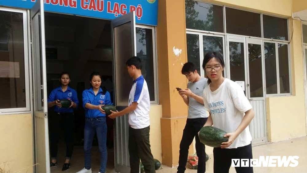 Sinh vien An ninh thuc trang dem ban dua giup nong dan Quang Nam hinh anh 6