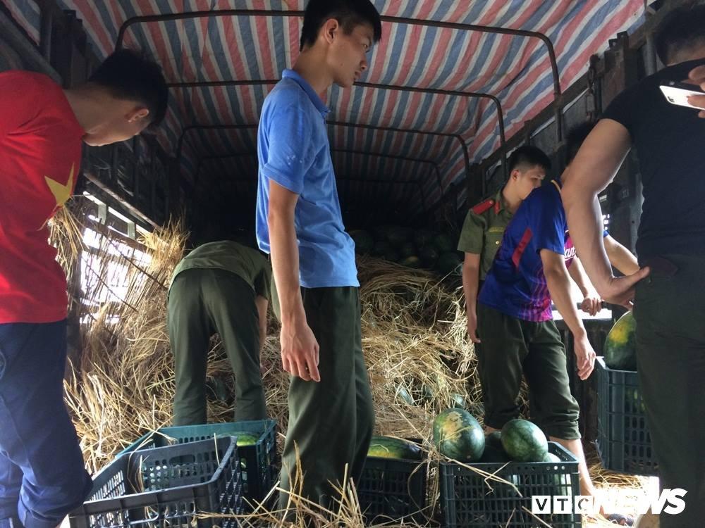 Sinh vien An ninh thuc trang dem ban dua giup nong dan Quang Nam hinh anh 4