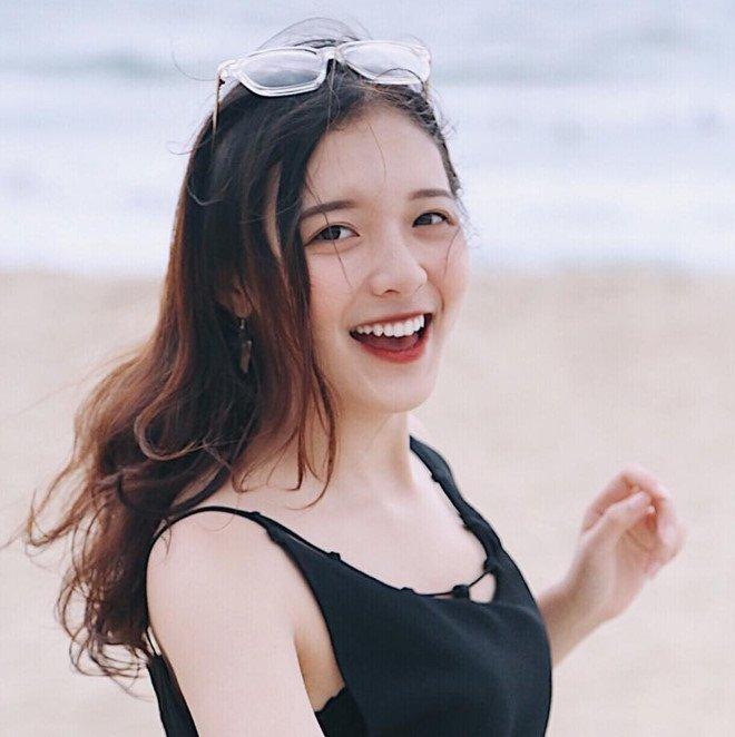 'Hot girl bao chi' dan nhieu chuong trinh cua VTV dang lam chao dao cong dong mang hinh anh 10