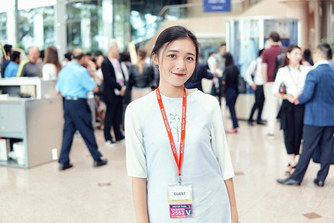 'Hot girl bao chi' dan nhieu chuong trinh cua VTV dang lam chao dao cong dong mang hinh anh 6