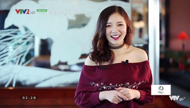 'Hot girl bao chi' dan nhieu chuong trinh cua VTV dang lam chao dao cong dong mang hinh anh 7