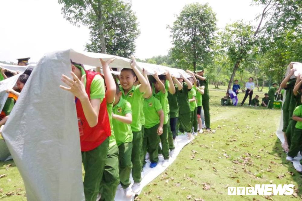Nhung loi ich thiet thuc cua tre khi tham gia 'Hoc ky cong an' 2018 hinh anh 3