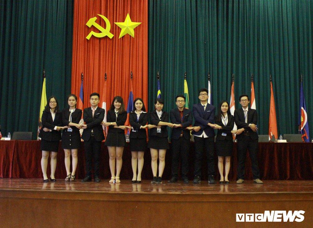 Nhung 'nha ngoai giao' tuong lai lam gi trong Hoi nghi mo phong ASEAN toan quoc 2018? hinh anh 1