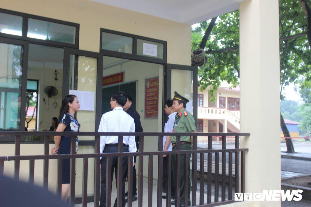 Thi THPT Quoc gia 2018: Thu truong Bo GD-DT thi sat diem thi tai Thai Nguyen hinh anh 1