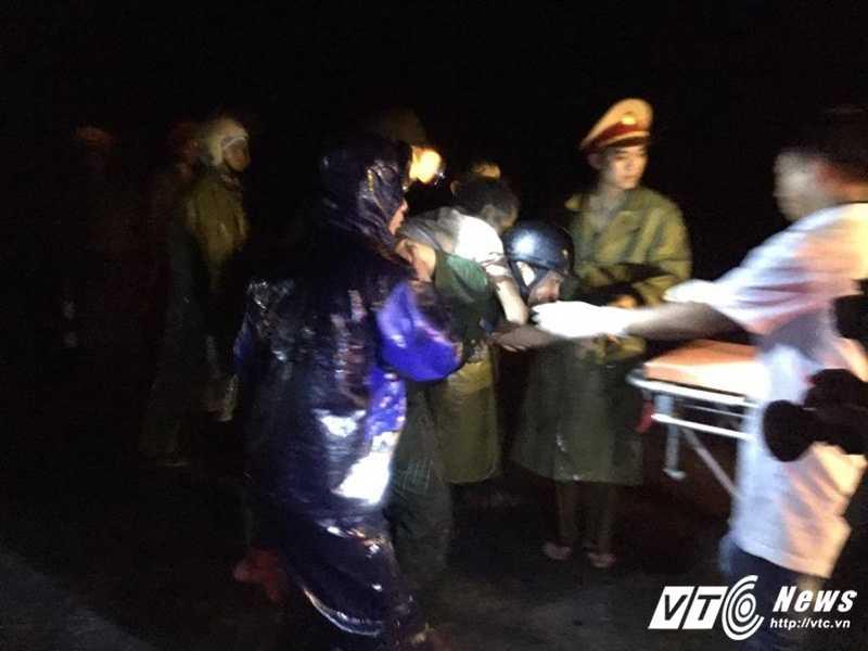 Lat xe khach tham khoc o Quang Nam: Xac dinh danh tinh 16 nan nhan hinh anh 2