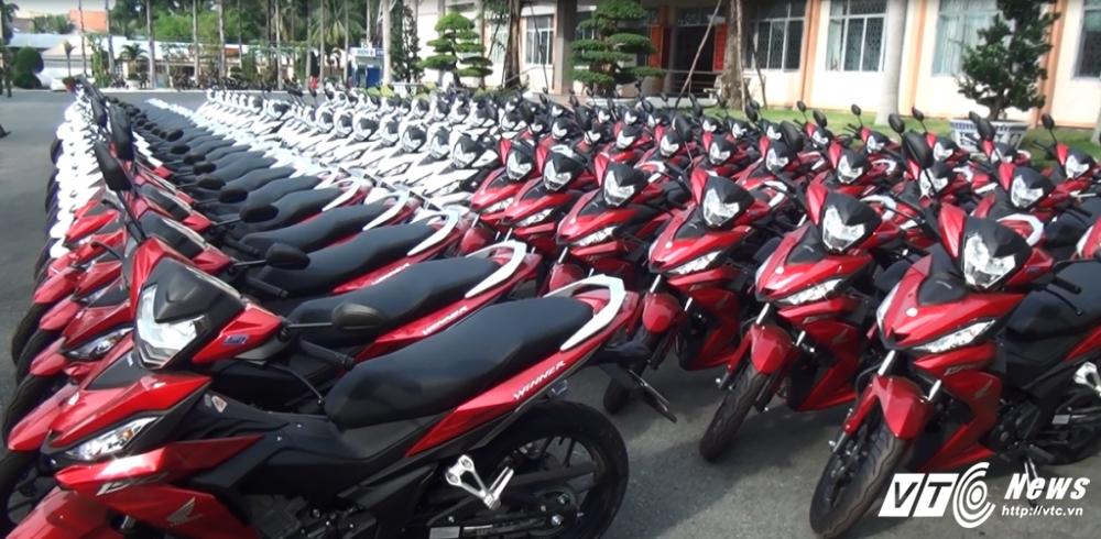 Binh Duong: Trang bi 100 mo to cho canh sat phong chong toi pham hinh anh 1