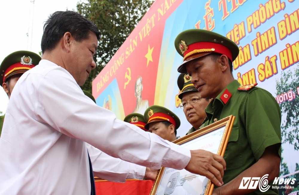 Binh Duong: Trang bi 100 mo to cho canh sat phong chong toi pham hinh anh 2