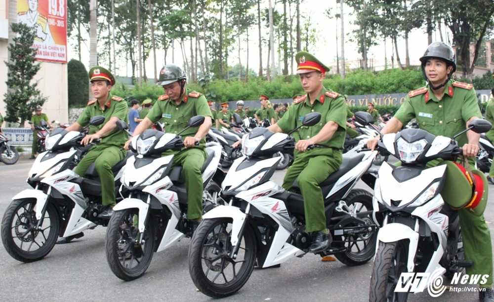 Binh Duong: Trang bi 100 mo to cho canh sat phong chong toi pham hinh anh 4