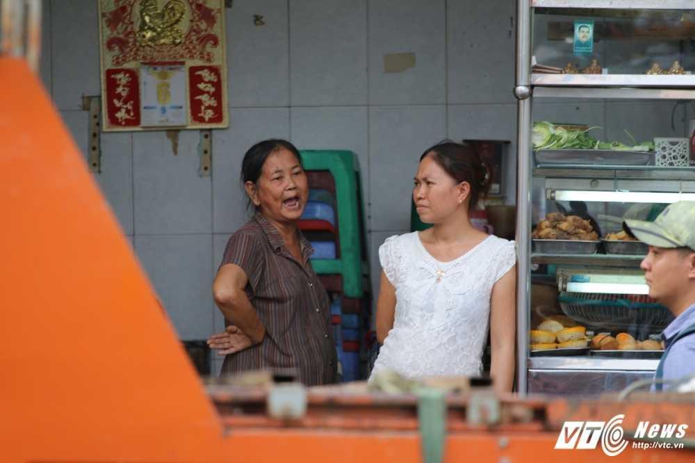 Dep cuop via he: Ong Doan Ngoc Hai xuong duong voi mai toc bac trang, net mat tram tu hinh anh 16