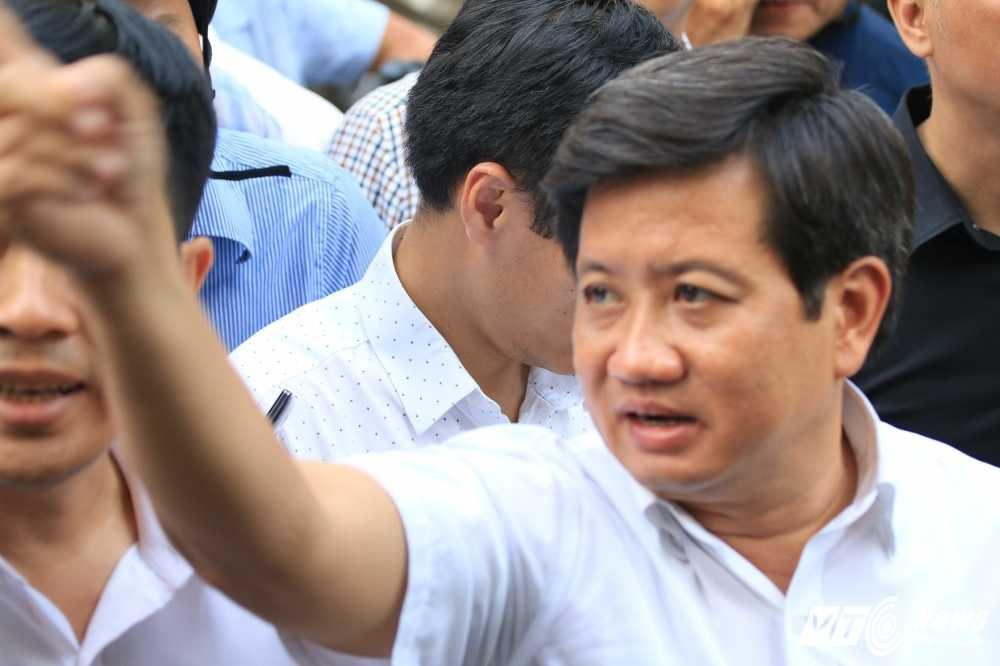 Anh: Bon cay Van phong Bo Cong thuong lan chiem via he bi dap bo hinh anh 1