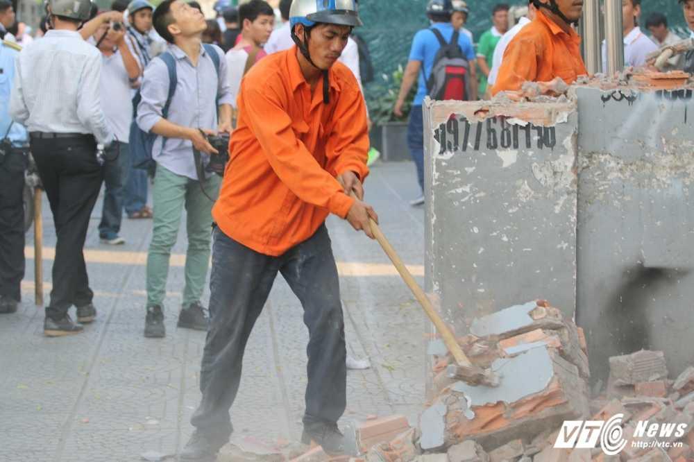 Dep cuop via he: Ong Doan Ngoc Hai xuong duong voi mai toc bac trang, net mat tram tu hinh anh 15