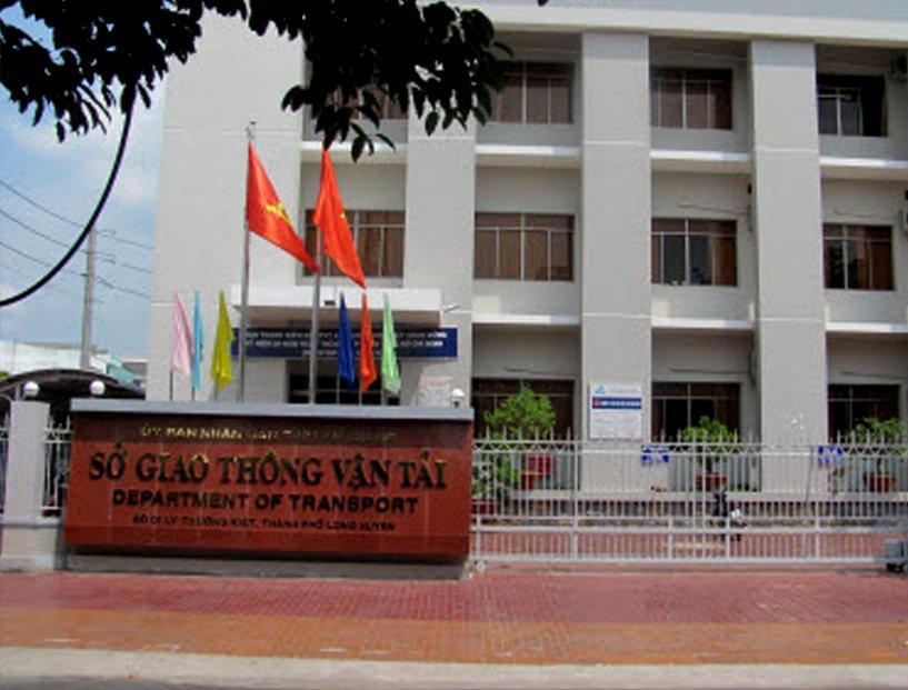 Hang loat can bo So GTVT An Giang dot ngot bi cat hop dong lao dong hinh anh 2