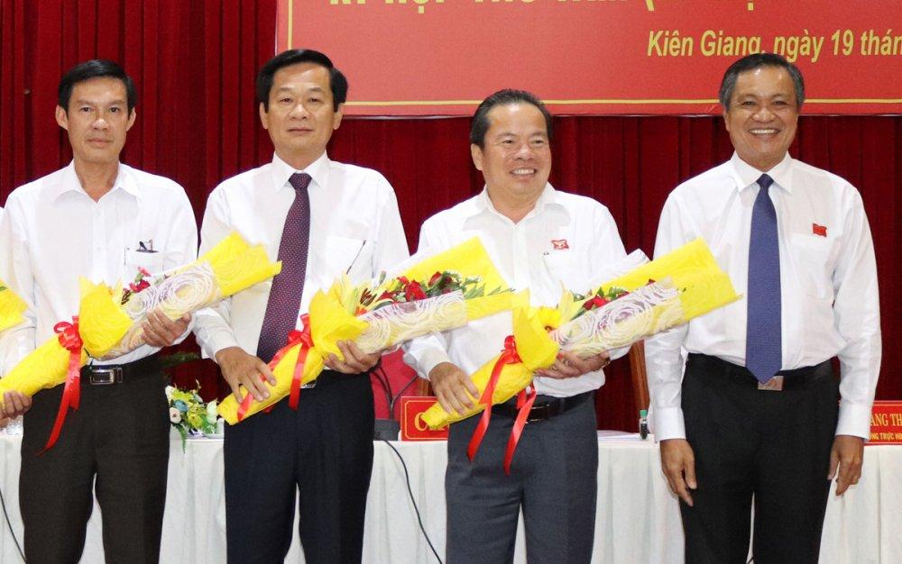 Pho Chu tich tinh Kien Giang lam Bi thu huyen dao Phu Quoc hinh anh 1