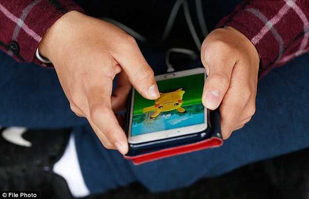 Co gai Nga to Pokemon khong lo ham hiep trong phong ngu hinh anh 2