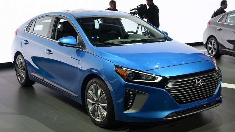 Lo dien Hyundai Ioniq Hybrid 2017 gia tu 523 trieu dong hinh anh 1