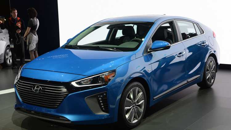 Lo dien Hyundai Ioniq Hybrid 2017 gia tu 523 trieu dong hinh anh 3