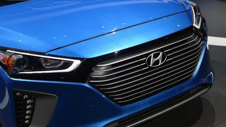 Lo dien Hyundai Ioniq Hybrid 2017 gia tu 523 trieu dong hinh anh 2