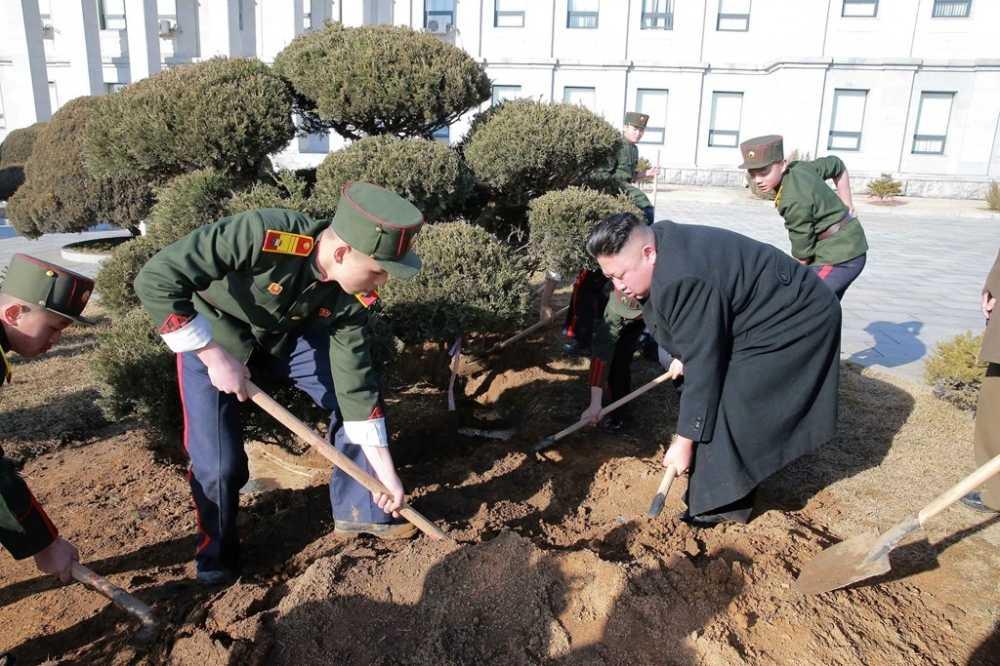 Vo Kim Jong Un tai xuat tuoi tan ben chong sau nhieu thang vang bong hinh anh 4