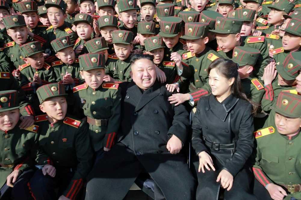 Vo Kim Jong Un tai xuat tuoi tan ben chong sau nhieu thang vang bong hinh anh 1