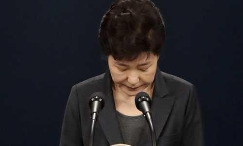Dang cua ba Park Geun-hye xin loi, mat vi tri cam quyen hinh anh 1